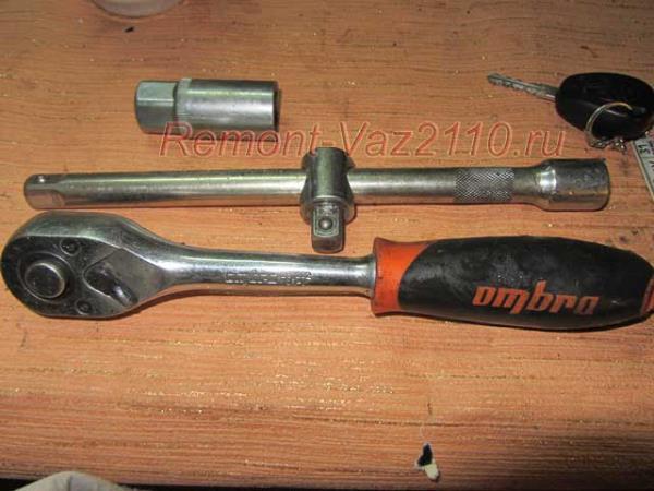 инструмент для замены свечей зажигания на ВАЗ 2110-2112