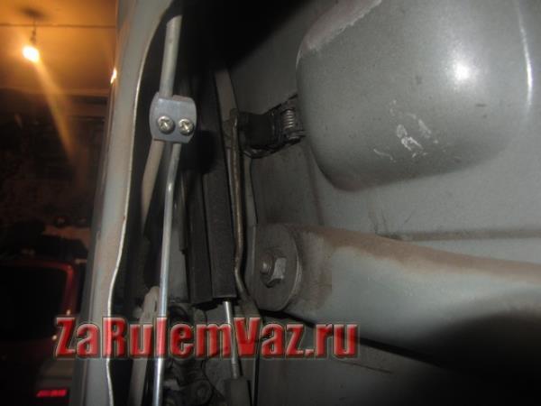 замок двери ВАЗ 2114 с внутренней стороны