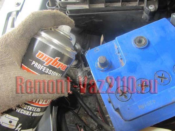смазка клемм аккумулятора ВАЗ 2110-2112