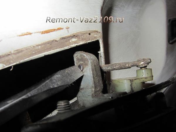 шток крепления ручки двери на ВАЗ 2109