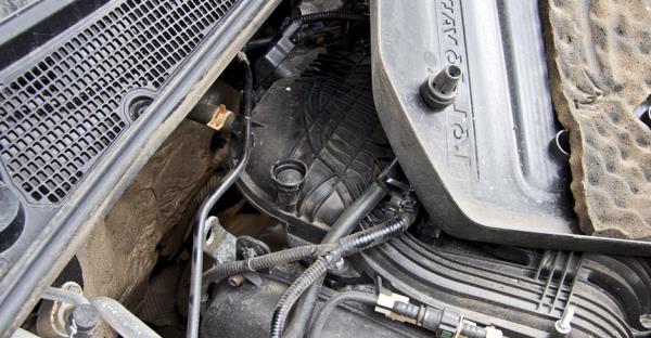 Втулки крепления пластиковой крышки двигателя соскакивали со своих мест из-за плохой приварки