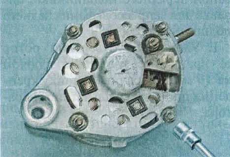 snjatie-proverka-remont-zamena-ustanovka-generatora-peremennogo-toka-vaz-classic 21
