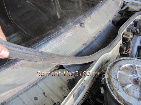 снятие уплотнительной резинки капота на ВАЗ 2109-2108