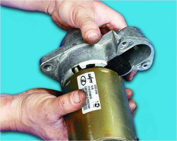 Снятие крышки с приводом стартера Лада Гранта (ВАЗ 2190)