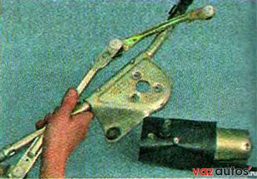 Снимаем мотор-редуктор с кронштейна