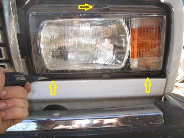 болты крепления передней фары на ВАЗ 2107