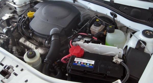 Установленная минусовая клемма на аккумуляторную батарею Lada Largus