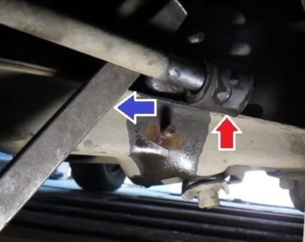 Извлечение внешних втулок стабилизатора ВАЗ 2107