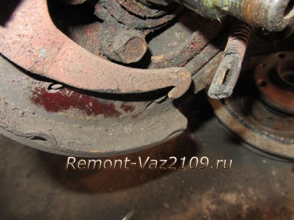 как освободить трос ручника на ВАЗ 2109-2108 от рычага