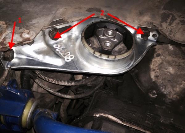 Размещение элементов крепления левой опоры двигателя к кузову Лада Гранта (ВАЗ 2190)