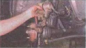 Zamena-tormoznogo-diska-perednego-kolesa 16