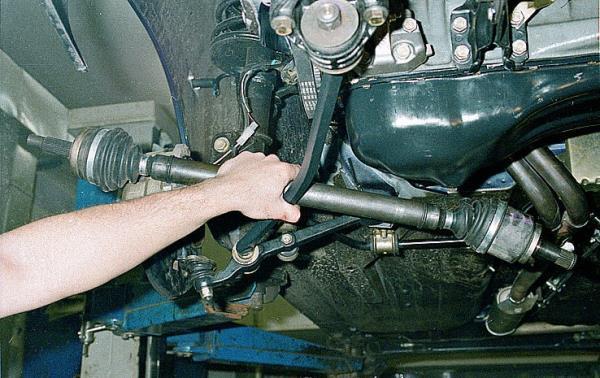 Снятие привода передних колес Лада Гранта (ВАЗ 2190)