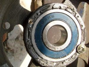 На фото - износ подшипника генератора ВАЗ 2114, remontauto-vaz.ru