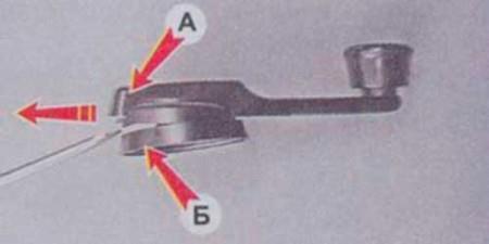 Снимаем фиксатор ручки стеклоподъемника на ВАЗ 2101, 2102, 2103, 2104, 2105, 2106, 2107