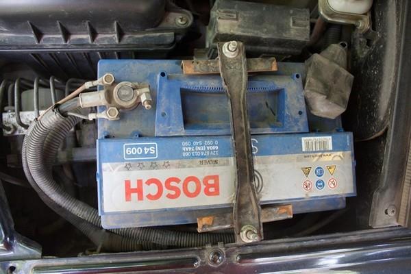 Установка аккумулятора Bosh 74Ач в Шевроле Ниву (ВАЗ 2123)