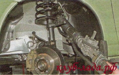Снимаем рулевую рейку Калины