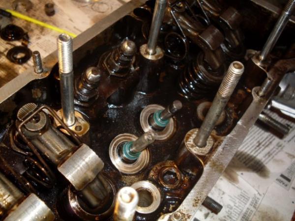 Колпачки маслосъемные ВАЗ 2123