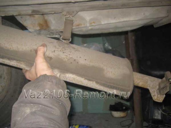 как поменять глушитель на ВАЗ 2106