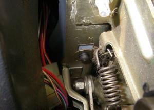 Снятие кожуха рулевой колонки, переключателей и замка зажигания №3