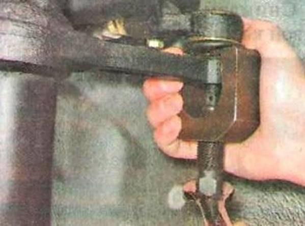 Снятие наконечника рулевой тяги Лада Гранта