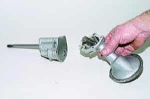 Снимаем приемный патрубок с редукционным клапаном.