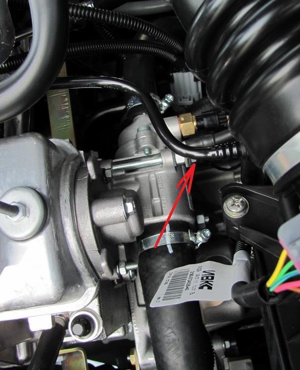 Размещение гайки крепления провода массы к термостату Лада Гранта (ВАЗ 2190)