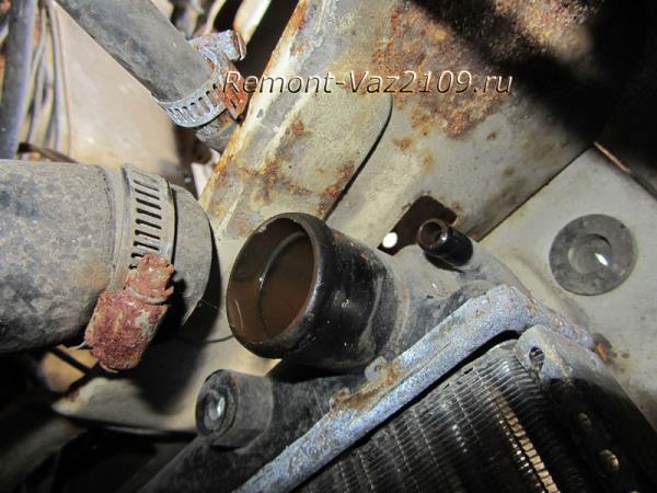 как снять верхний патрубок радиатора на ВАЗ 2109-2108