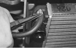 snjatie-zamena-ustanovka-radiatora-sistemy-okhlazhdenija-lada-priora 22