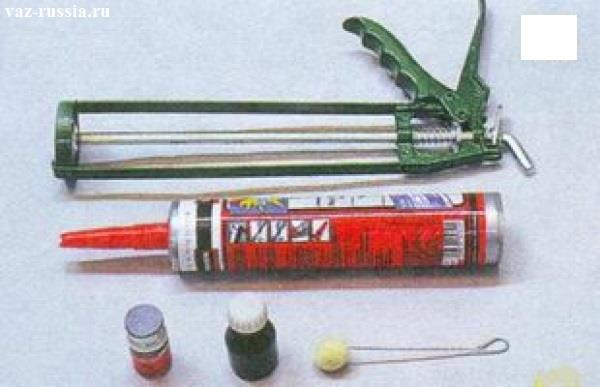Набор специальных инструментов для приклеивания лобового стекла к кузову автомобиля
