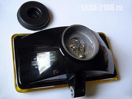 Противотуманная фара ОСВАР 2212. Вид сзади, фиксатор лампы, уплотнитель