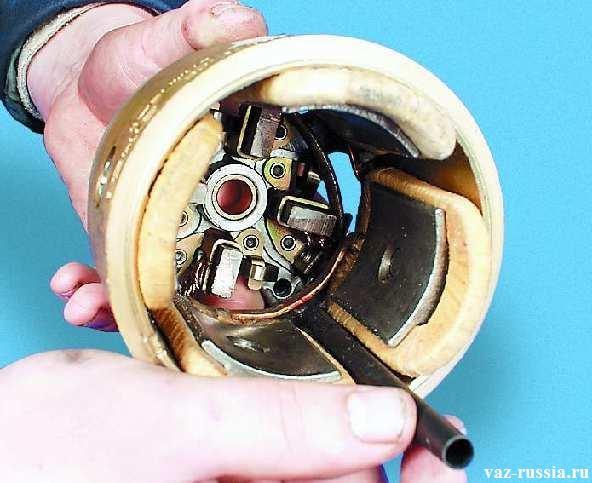 Извлечение из внутренней части статора изолирующей трубки