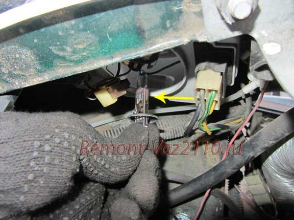 замена ламп ближнего и дальнего света фар на ВАЗ 2110-2112
