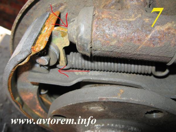 Правильно устанавливаем задние тормозные колодки на автомобиль ВАЗ