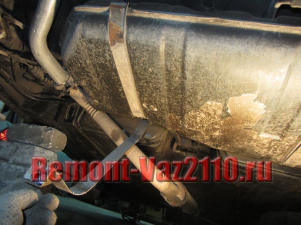 хомуты крепления бензобака на ВАЗ 2110, 2111 и 2112