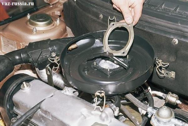 Снятие металлической прижимной пластины с внутренней части корпуса