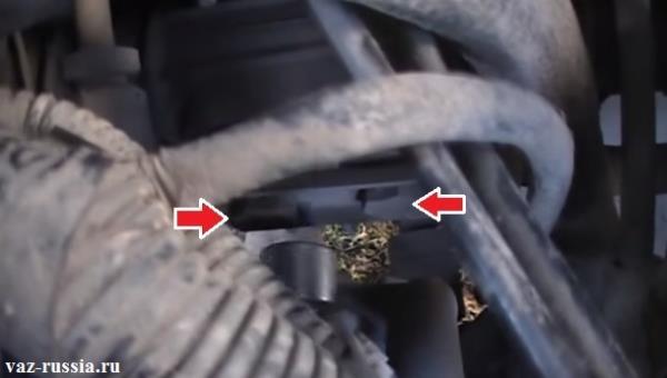 Два болта крепления двух рулевых тяг к рейки