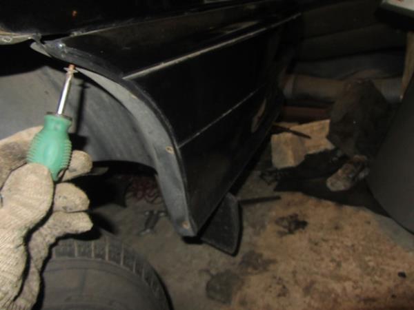 открутить саморезы крепления бампера к подкрылкам ваз 2115