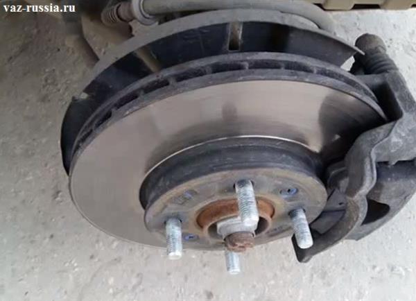 На фото показан вентилируемый тормозной диск