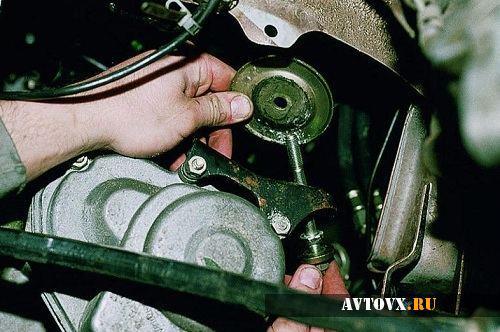 Замена левой подушки двигателя ВАЗ 2110