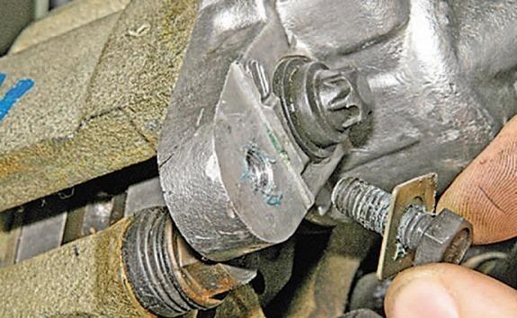 Замена передних тормозных колодок для Лады Гранта
