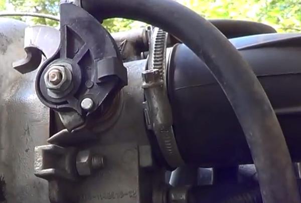 Снятие хомута. Промывка дроссельной заслонки ВАЗ 2107 - видео, инструкция