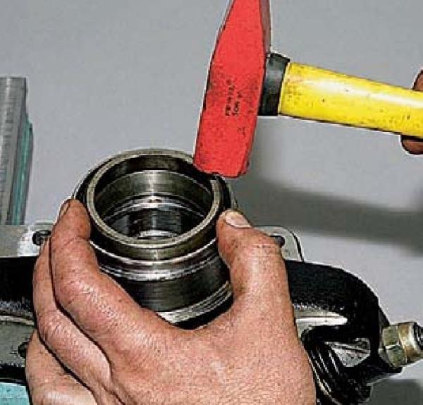 Замена подшипников ступицы переднего колеса Chevrolet Niva