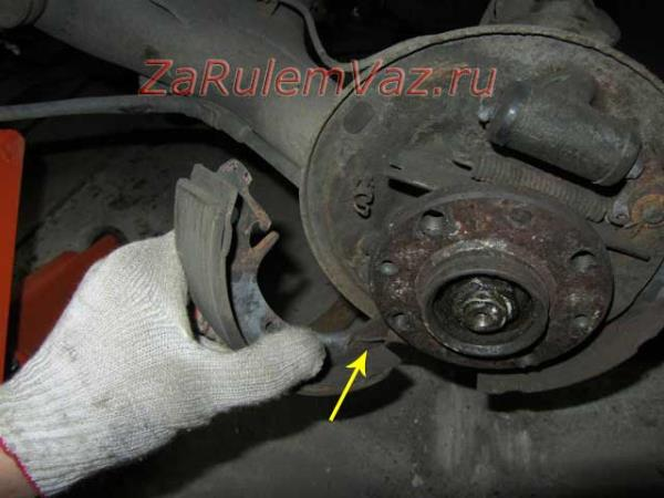 замена задних тормозных колодок на ВАЗ 2110-2112