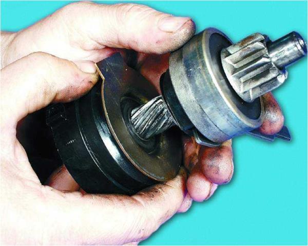Снятие привода в сборе с вала привода стартера Лада Гранта (ВАЗ 2190)