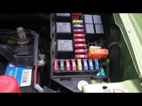 Блок предохранителей и реле, расположенный в моторном отсеке Daewoo Matiz 0.8L-1.0L МКПП и АКПП