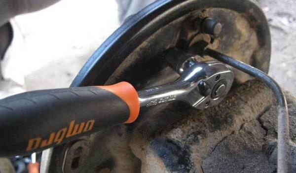 замена заднего тормозного цилиндра на ВАЗ 2110
