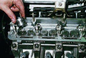 Замена маслосъемных колпачков на девятке