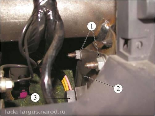 Верхнее крепление усилителя поперечины панели приборов Lada Largus