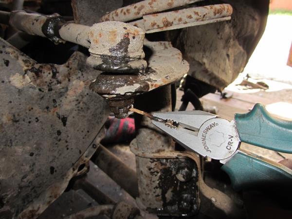 шплинт рулевого наконечника на ВАЗ 2110-2112