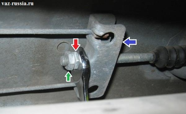 Регулировка стояночного тормоза за счёт заворачивания и отворачивания регулировочной гайки